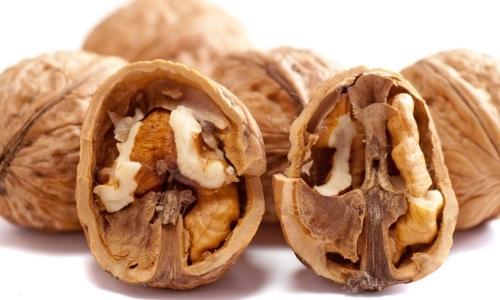 Super cibi: tra la frutta secca le noci presentano un maggior contenuto di antiossidanti.
