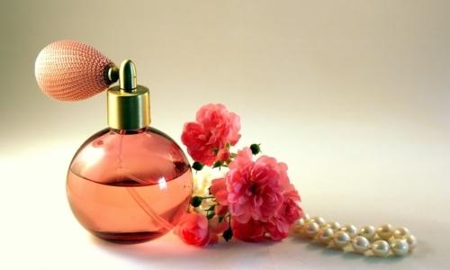 Prodotti per la pulizia inquinanti: anche profumi e deodoranti per ambienti sono una possibile fonte di inquinamento atmosferico.