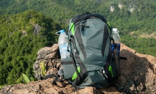 Zaino in spalla: la sfida dei backpackers è limitare il superfluo durante il viaggio.