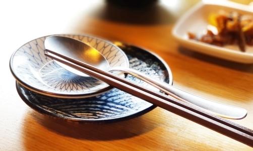 Daikon: molto usato nella cucina orientale, si può mangiare sia crudo che cotto.