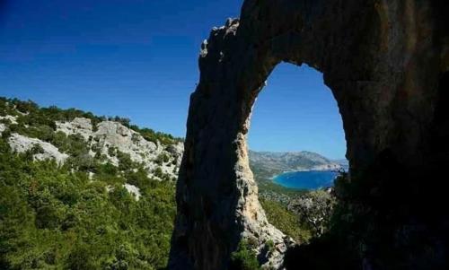 Selvaggio Blu: è un percorso di trekking estremo, ideale per chi ama sport, natura e avventura.