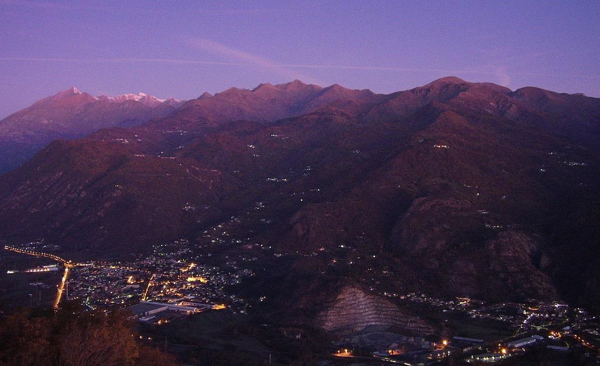 Valsusa di notte vista da Condove ecoalberghi