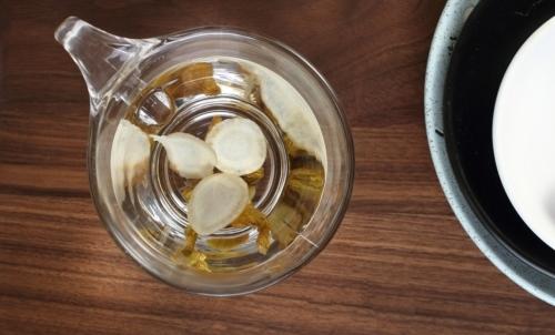 Ginseng: la radice secca è utilizzata per la preparazione di infusi o per aromatizzare altre bevande.