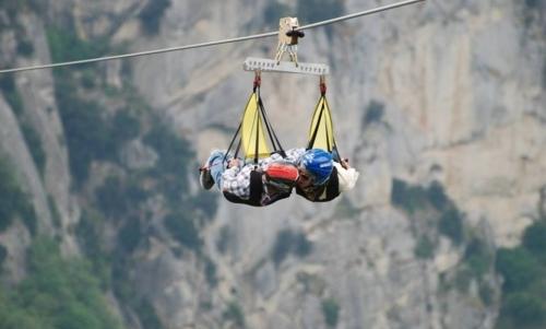 Percorso delle Sette Pietre: una via alternativa è quella aerea attraverso lemozionante volo dellangelo. Fonte foto: pagina FB Volo dellAngelo Dolomiti Lucane