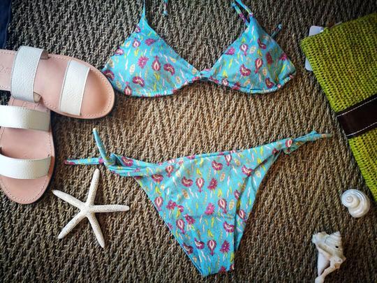 Il bikini di plastica di Emersum