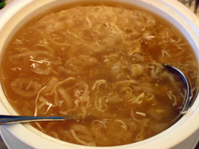 Zuppa con pinne di squalo