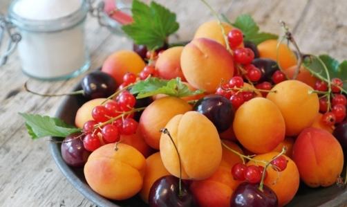 Albicocche: insieme alle ciliegie, segnano linizio della stagione estiva.