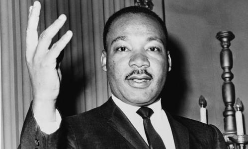 Rosa Parks è una donna simbolo del movimento per i diritti civili poi guidato da Martin Luther King.