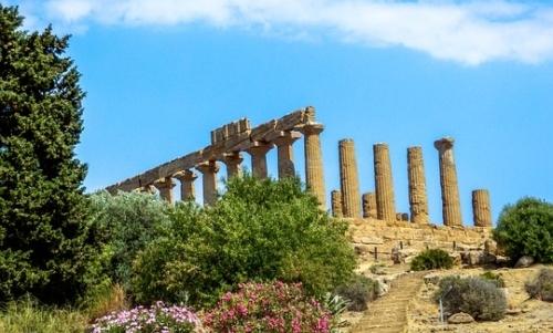 Strada degli Scrittori: lungo il percorso non può mancare la visita alla Valle dei Templi.