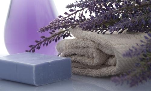 Vivere senza plastica: prova ad usare il sapone in alternativa ai detergenti liquidi.