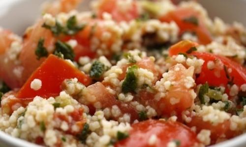 Cous cous: è un piatto originario della tradizione culinaria nordafricana, ottimo da gustare con le verdure.