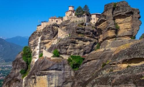 Monasteri, eremi e conventi sono spesso collocati in punti isolati immersi nella natura incontaminata.