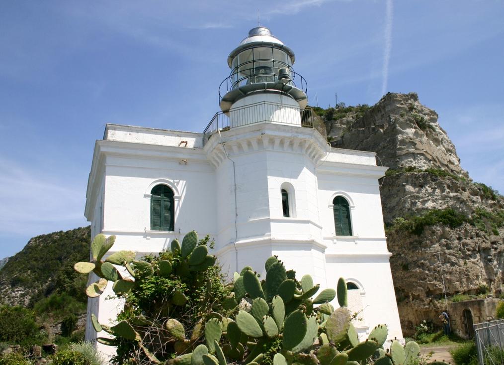 Faro di Punta Imperatore (NA) PhotoCredits: Agenzia del Demanio