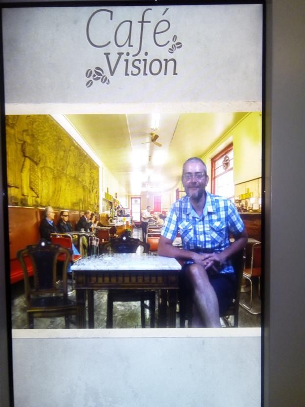 L'autore dell'articolo in una foto scattata con il green screen