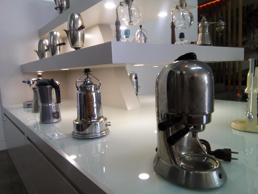 Oltre 1000 i pezzi esposti nella sala dedicata agli oggetti legati alla produzione e al consumo del caffè