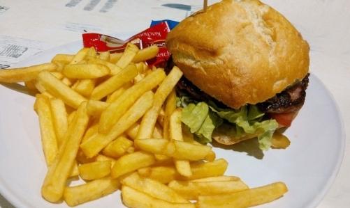 Cibi anticolesterolo: grassi e fritti dovrebbero essere limitati o eliminati per evitare laccumulo di LDL nel sangue.