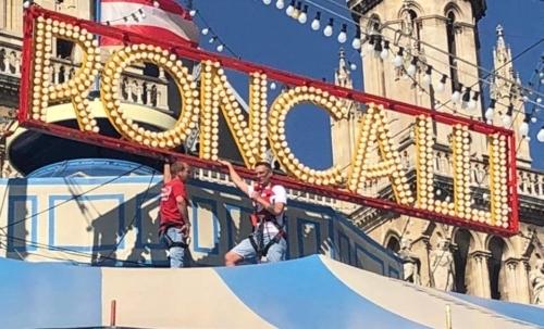 "Circus Roncalli è un circo tedesco fondato nel 1976. Fonte foto: pagina FB ""Circus Roncalli""."
