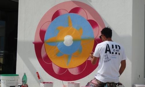 """Hunting Pollutin: è il più grande murales eco-sostenibile dEuropa. Fonte foto: pagina FB """"Yourban 2030""""."""