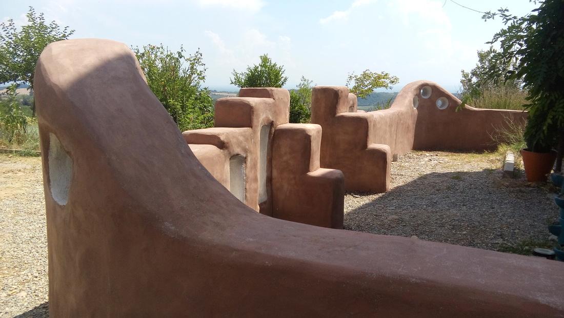 case di terra: muretti d'ingresso
