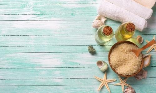 Olio di cartamo: in ambito cosmetico garantisce idratazione e nutrimento per pelle e capelli.