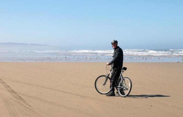 rallentare l'invecchiamento bicicletta anziano