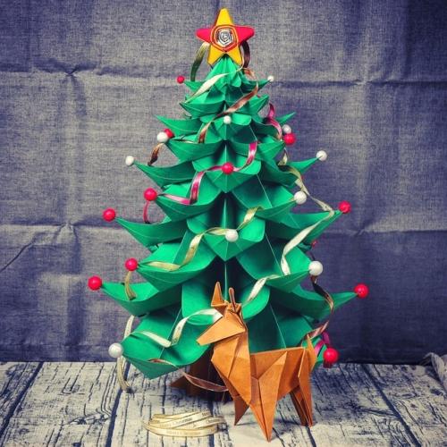 Albero Di Natale Con Bicchieri Di Plastica.Lavoretti Di Natale Per Bambini Addobbi E Decorazioni Di Riciclo