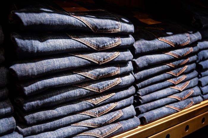 jeans scaffali