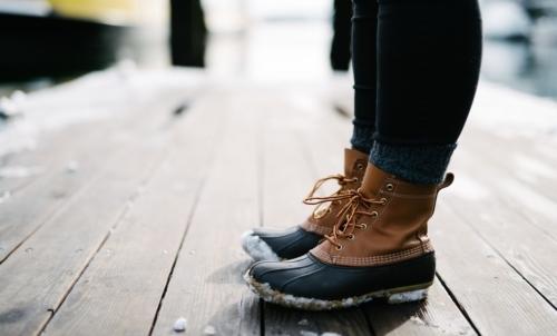 Immergere i piedi in acqua calda è rigenerante dopo una lunga e stancante giornata invernale.