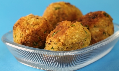 Street food vegetariano: o falafel sono polpette speziate a base di legumi, tipiche della cucina mediorientale.