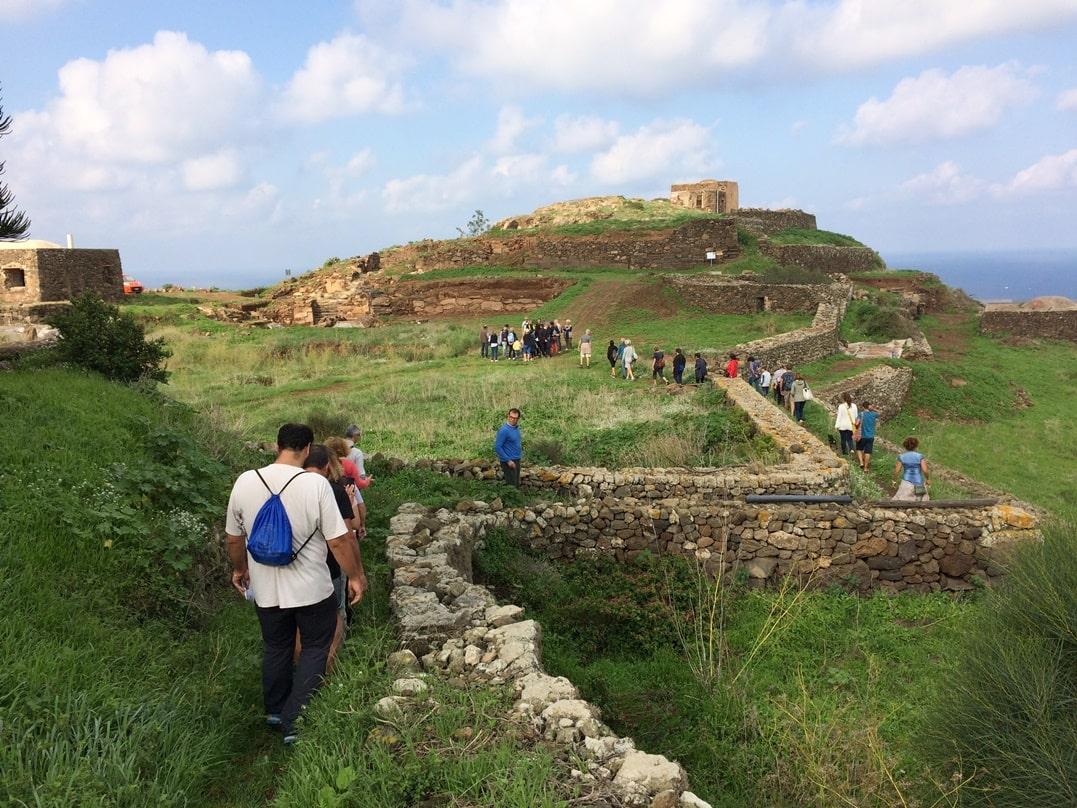 Case Di Pietra Pantelleria : Dammusi a pantelleria ogni stagione è di casa latitudes
