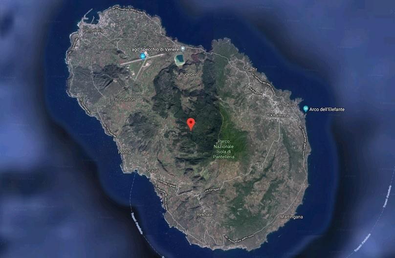 L'isola di Pantelleria è raggiungibile via mare e dai principali aeroporti italiani