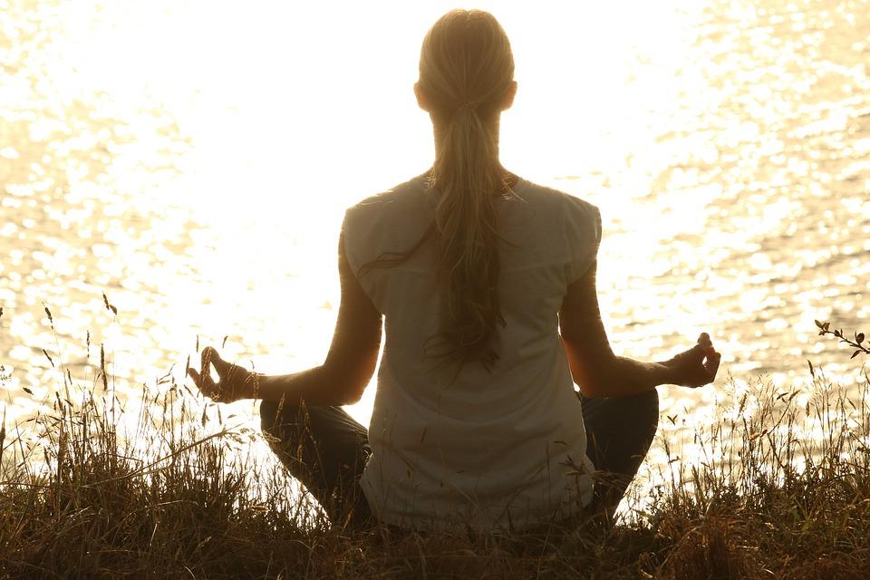 Meditare aiuta a dimagrire