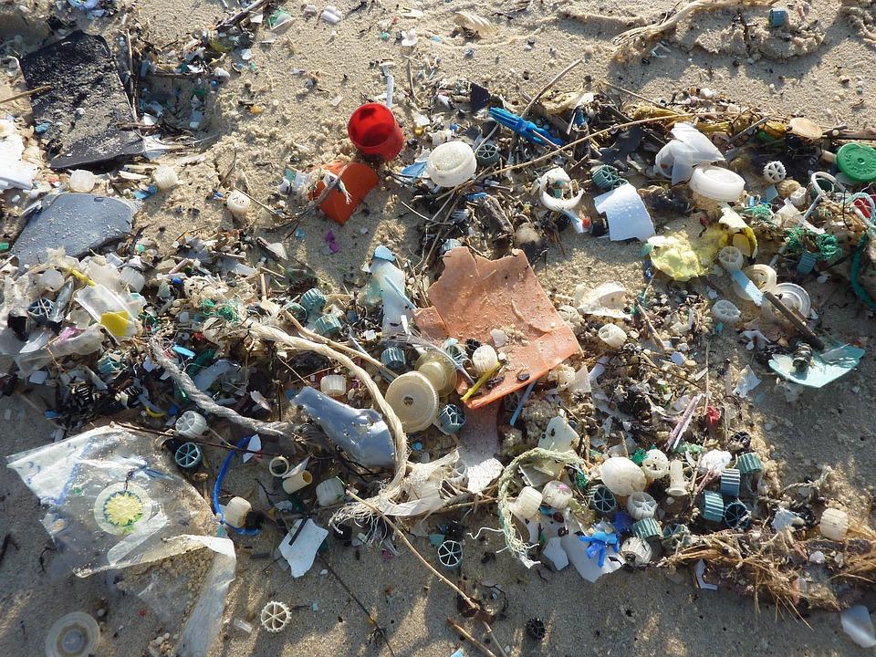 Plastica sulle spiagge