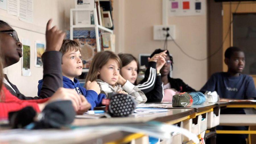Alcuni dei bambini protagonisti di Tout s'accélère