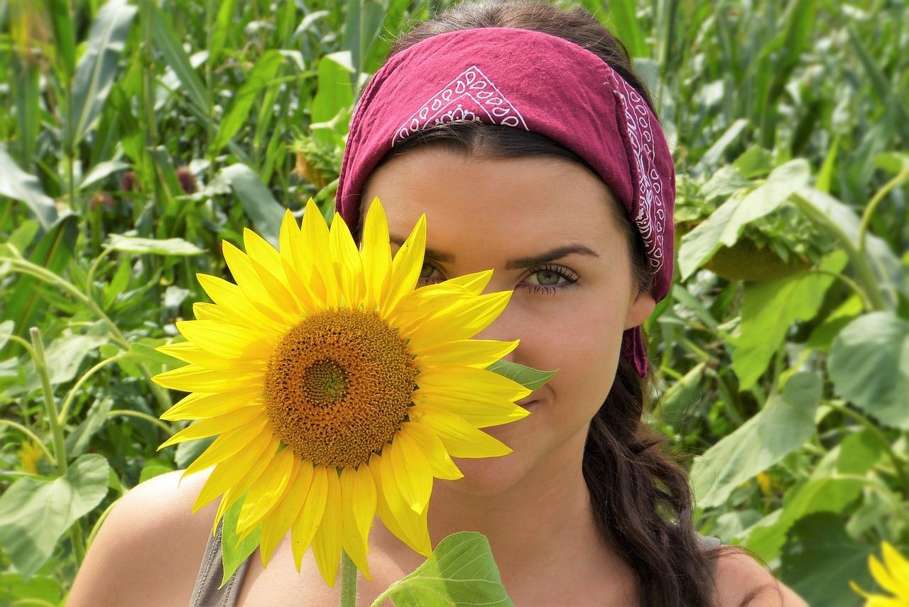 Acne giovanile: disfunzioni ormonali, intolleranze alimentari, stress e alimentazione errata le cause scatenanti