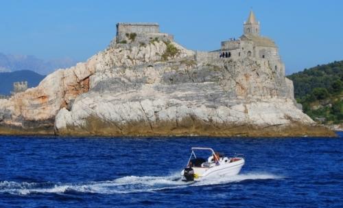 Questa nuova figura professionale si occuperà di accompagnare i turisti in mare soprattutto per lavvistamento di cetacei.