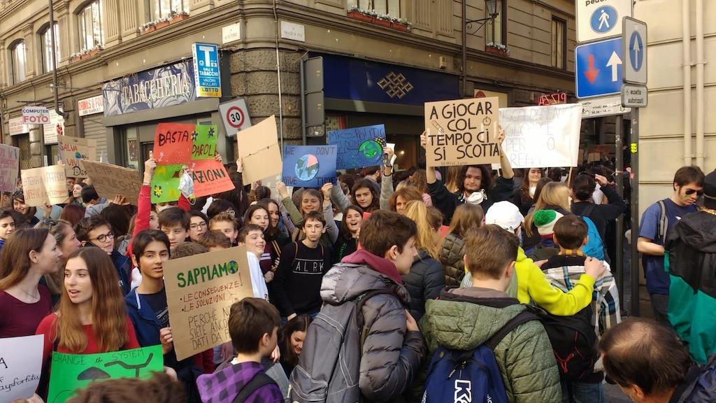 Torino, in piazza 15mila studenti per il clima