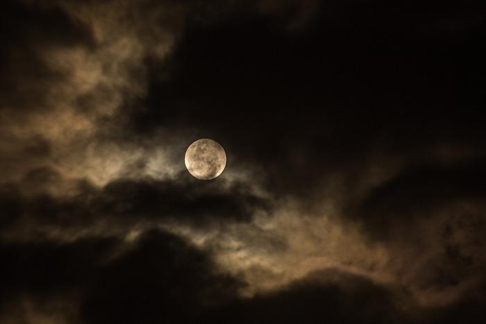 luna piena nuvole