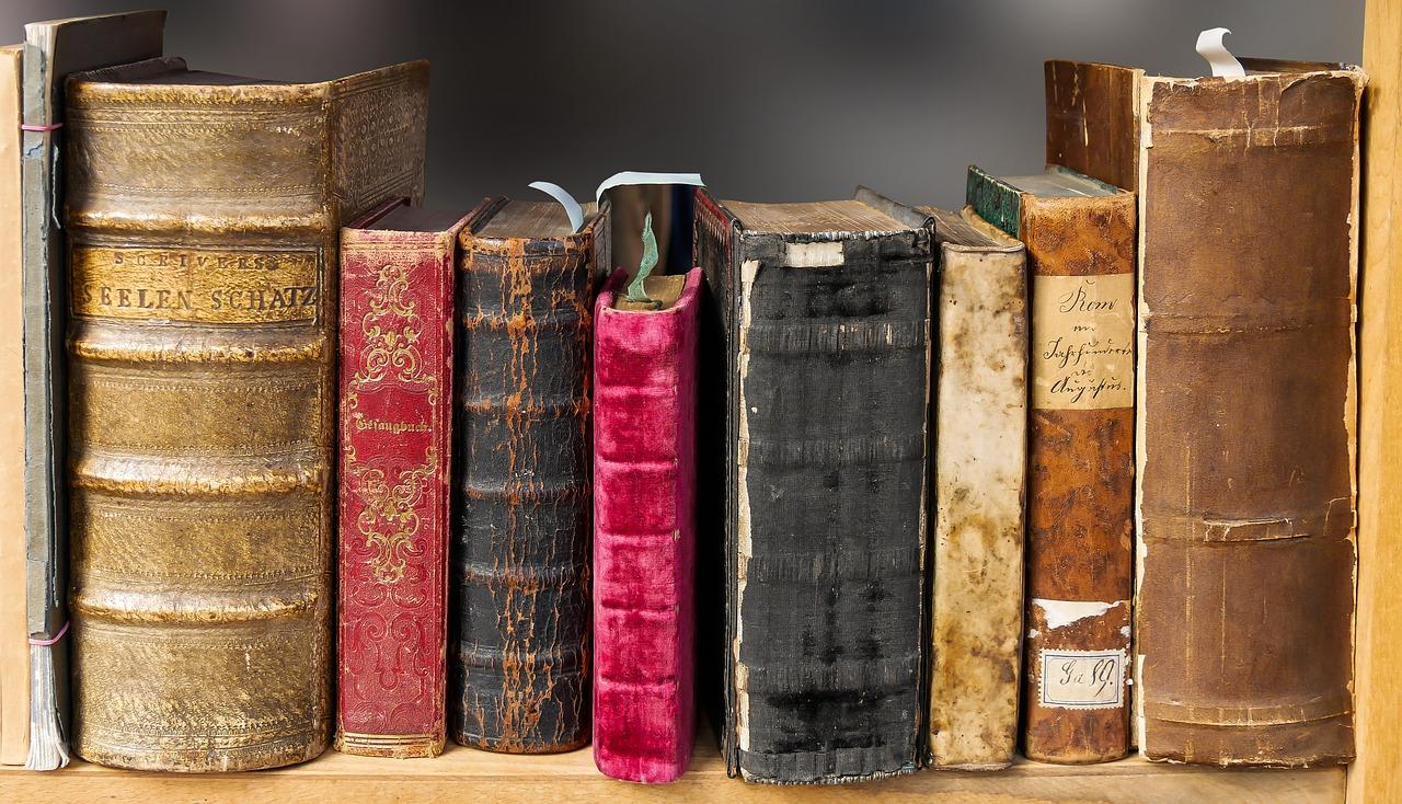 Un libro è un mondo da sfogliare. Giornata Mondiale del Libro e del Diritto d'Autore