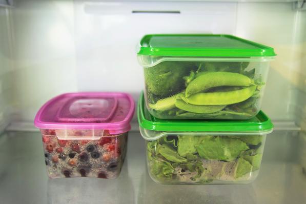 Container da frigo contenenti frutta e verdura