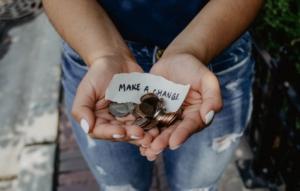 mani con monetine make a change