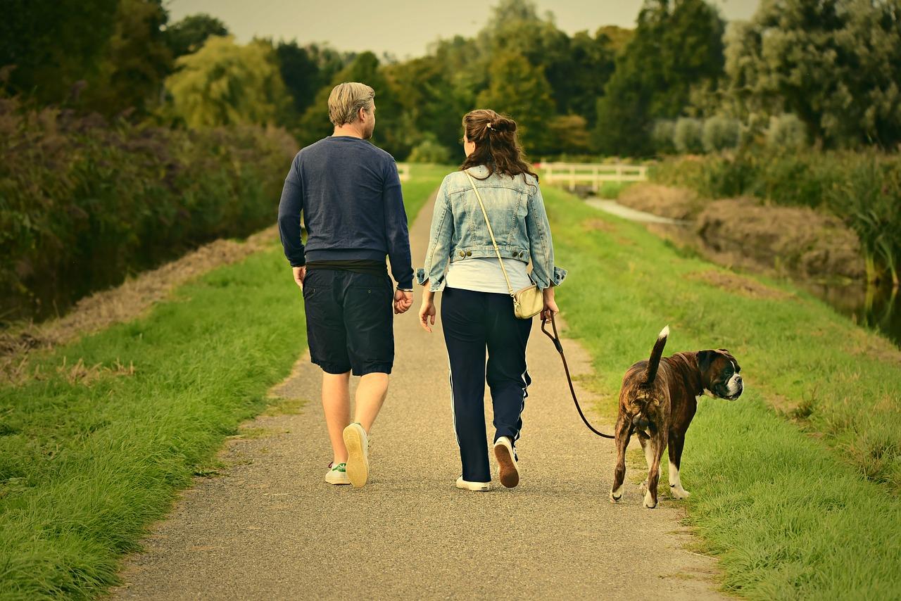 Camminare mantiene giovane il corpo