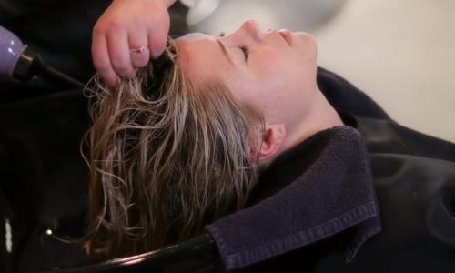 Lo shampoo solido è una valida alternativa green al classico shampoo in formato liquido.