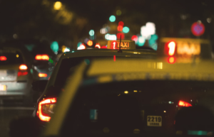 Trasporto in città taxi notturno