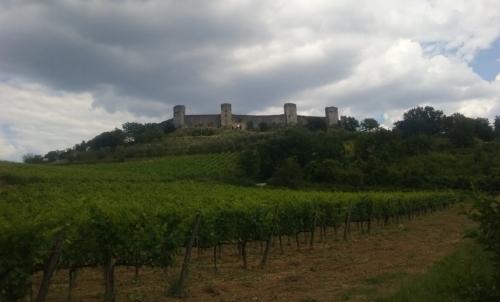 Monteriggioni: è un suggestivo borgo in provincia di Siena, tappa di questo itinerario.