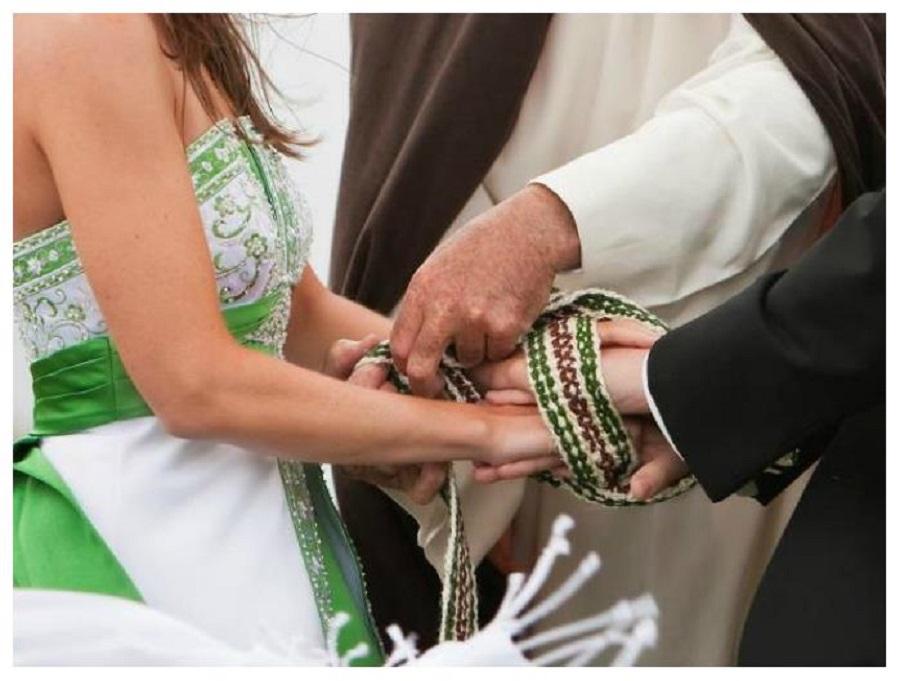 Matrimonio celtico: la legatura delle mani