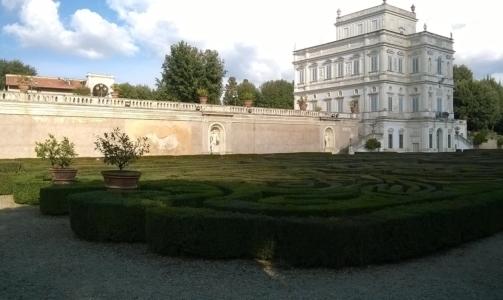 Roma green: i giardini che circondano Villa Medici sono visitabili solo occasionalmente.