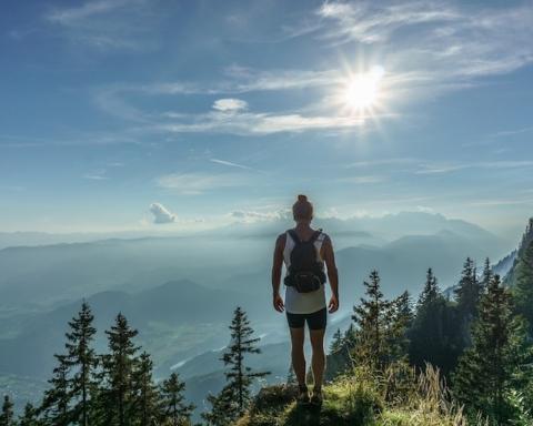 camminare trekking montagna