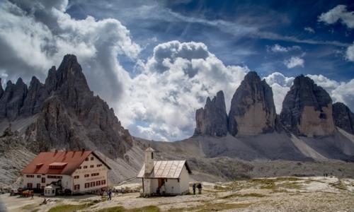 Giro delle Tre Cime di Lavaredo: è un percorso circolare per scoprire la scenografica natura dolomitica.