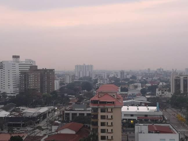 Il fumo sulla città di Santa Cruz, principale centro dell'area boliviana interessata dagli incendi